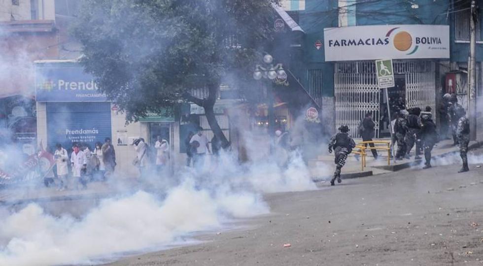 Cálculo a 50 mil Bolivianos ascenderían los daños causados al edificio del Ministerio de Salud ayer por parte de estudia