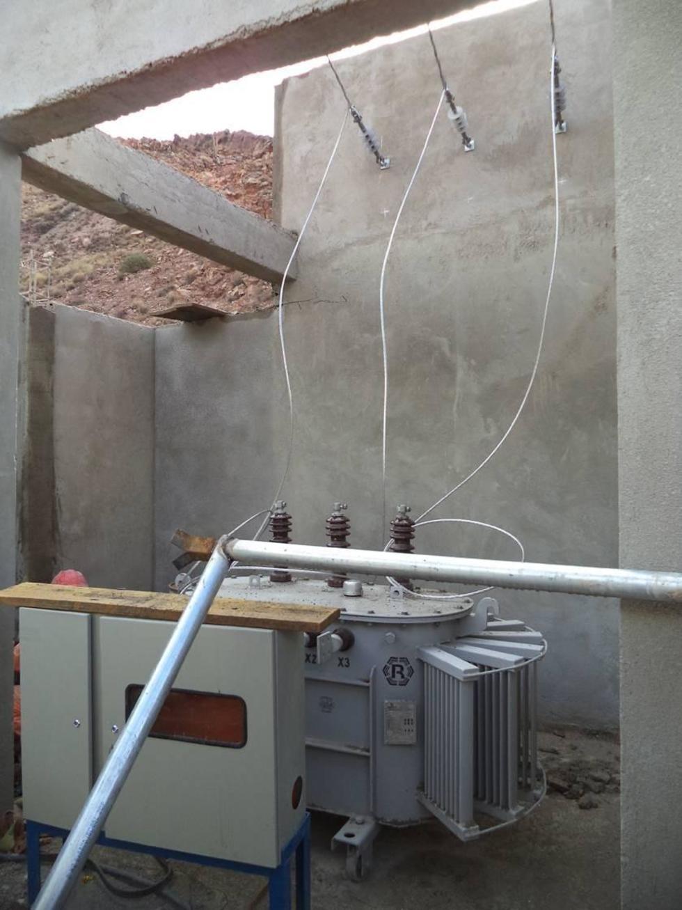 Los paneles para el medidor de energía no están colocados en su debido lugar.