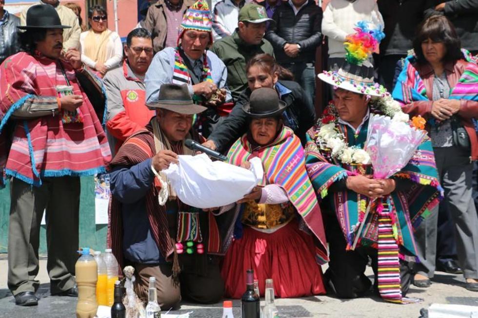 El tradicional acto de homenaje a la Pachamama.