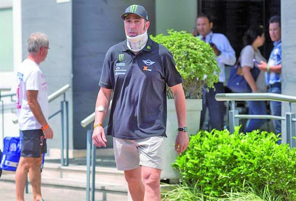El piloto español Joan Roma sale del hospital