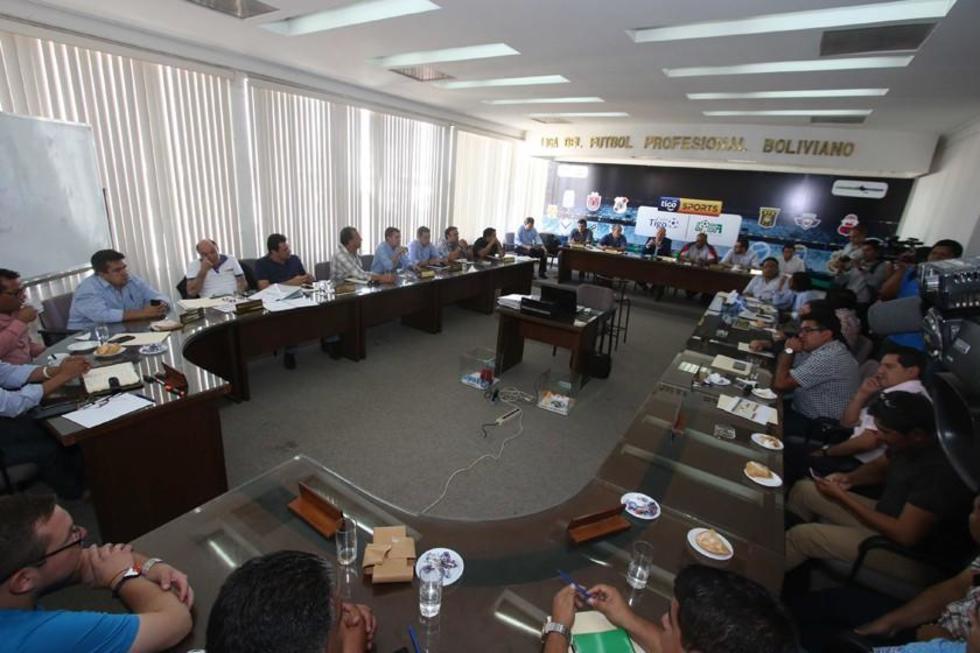 Los dirigentes durante la reunión.