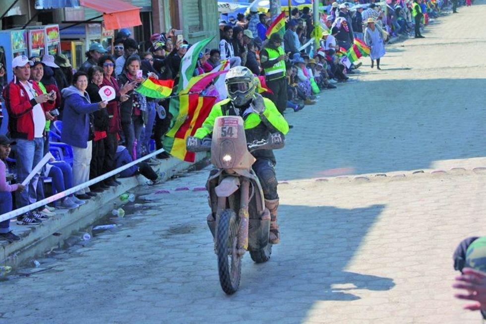 Uno de los pilotos en su llegada a Uyuni.