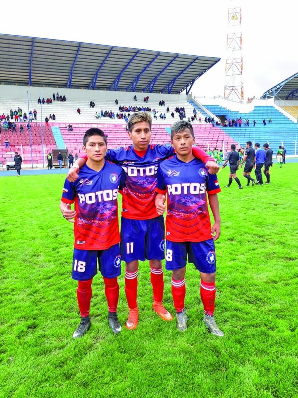 Los autores de los goles para Potosí, Jhonny Soto, Miguel Mamani y Daniel Secko.