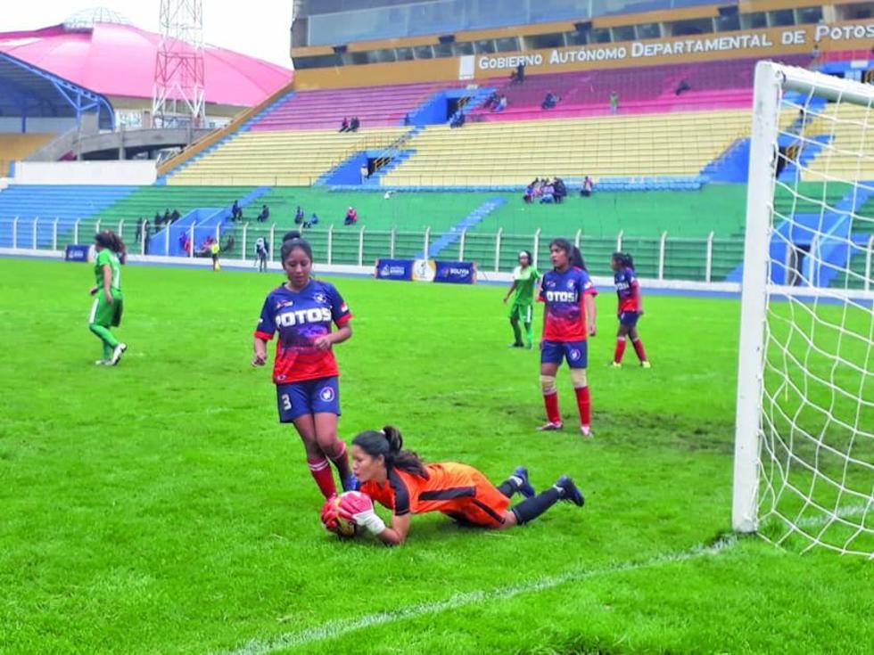 El partido de damas terminó 1-1.