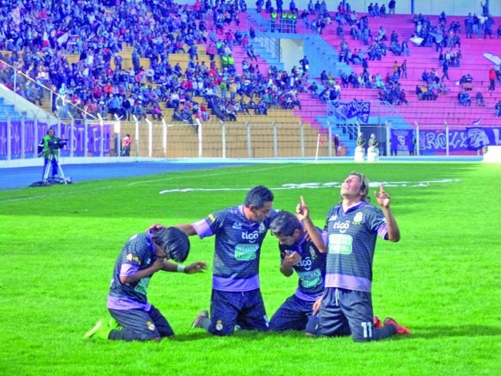 Los realistas celebran el gol de la victoria.