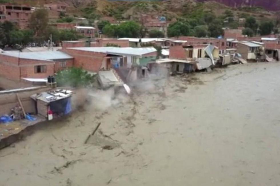 La fuerza del río destruyó viviendas en Tupiza.