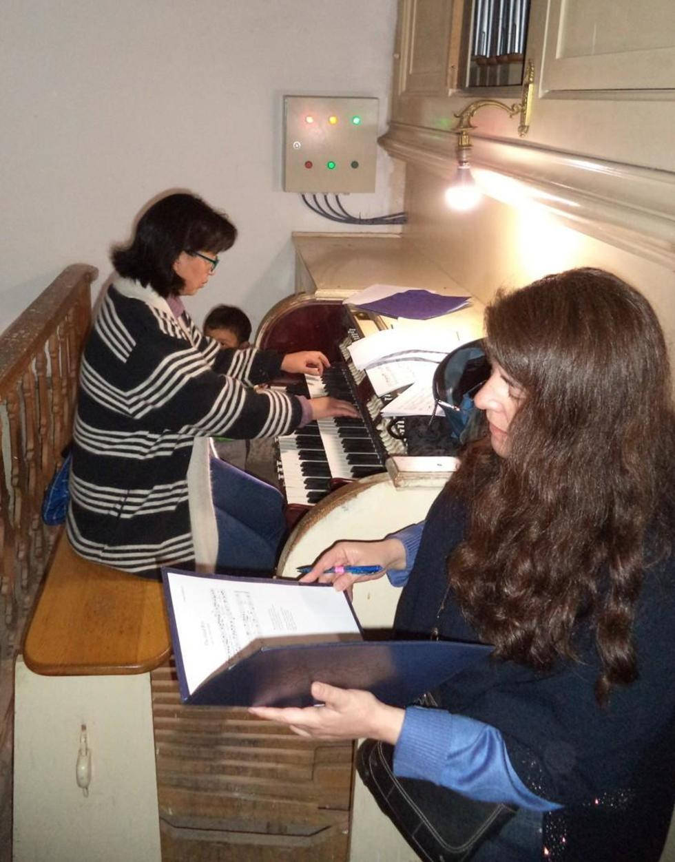 Sachiko Sakuma y Beatriz Méndez en un ensayo.