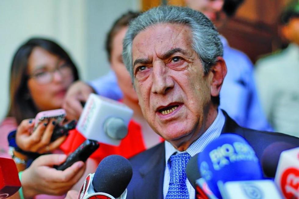 El diputado chileno Jorge Tarud, ante los medios de comunicación.