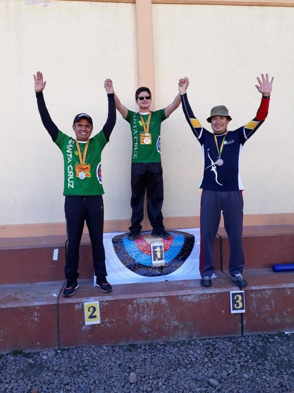 José Gamarra, José María Lizarazu y Felipe Flores, en el podio.