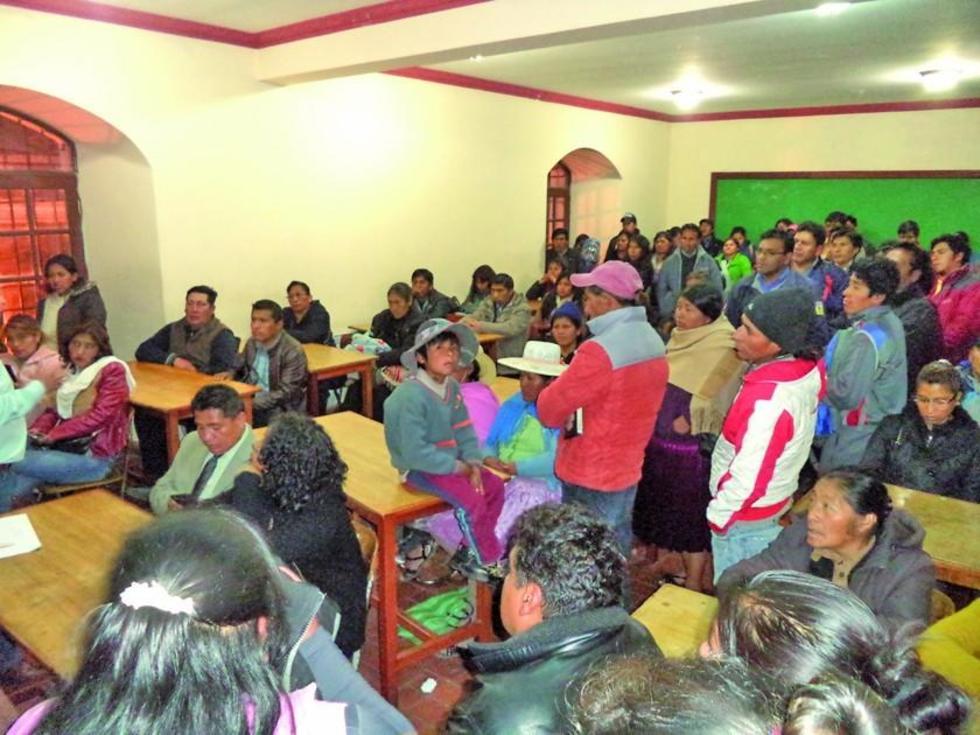 Anoche, los representantes de las unidades educativas se reunieron en el Colegio Pichincha.