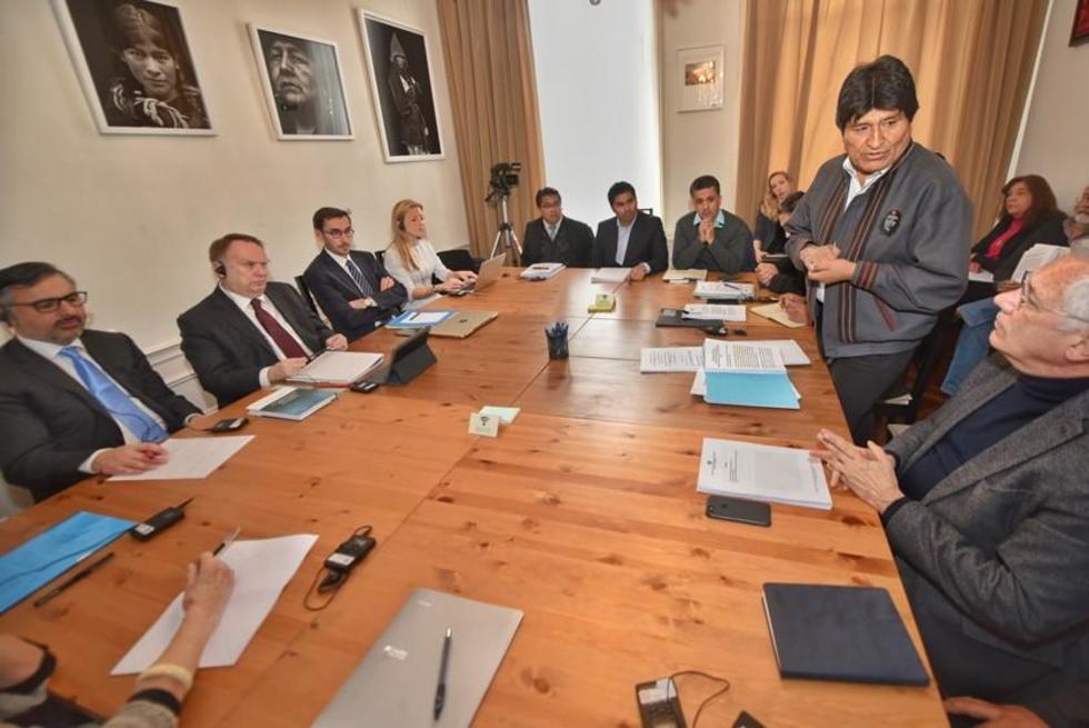 La reunión se desarrolló en la embajada boliviana en Holanda.