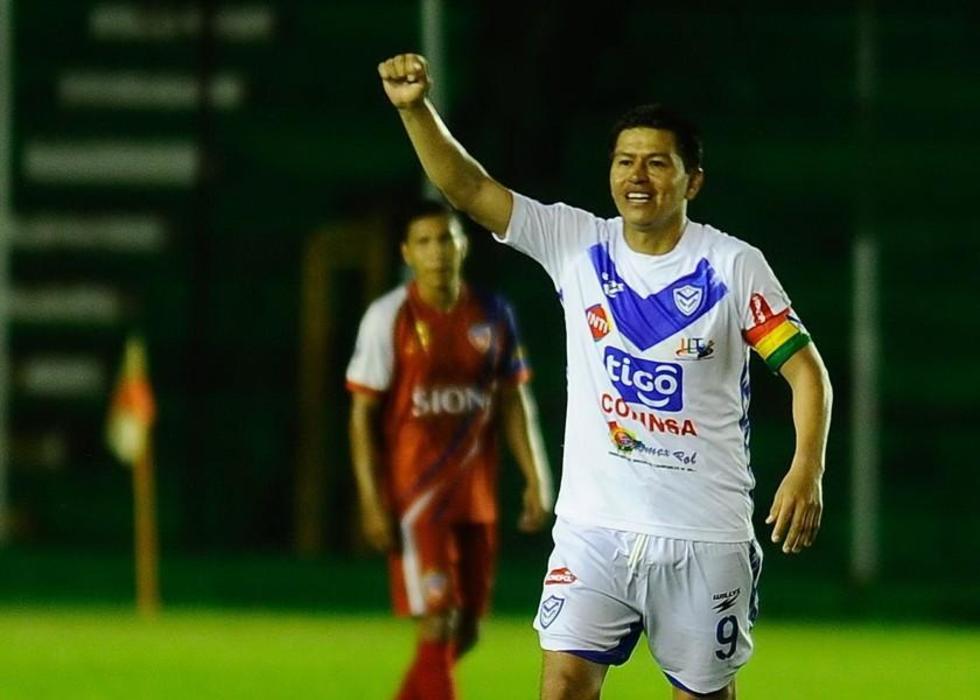 Carlos Saucedo celebra uno de sus goles.