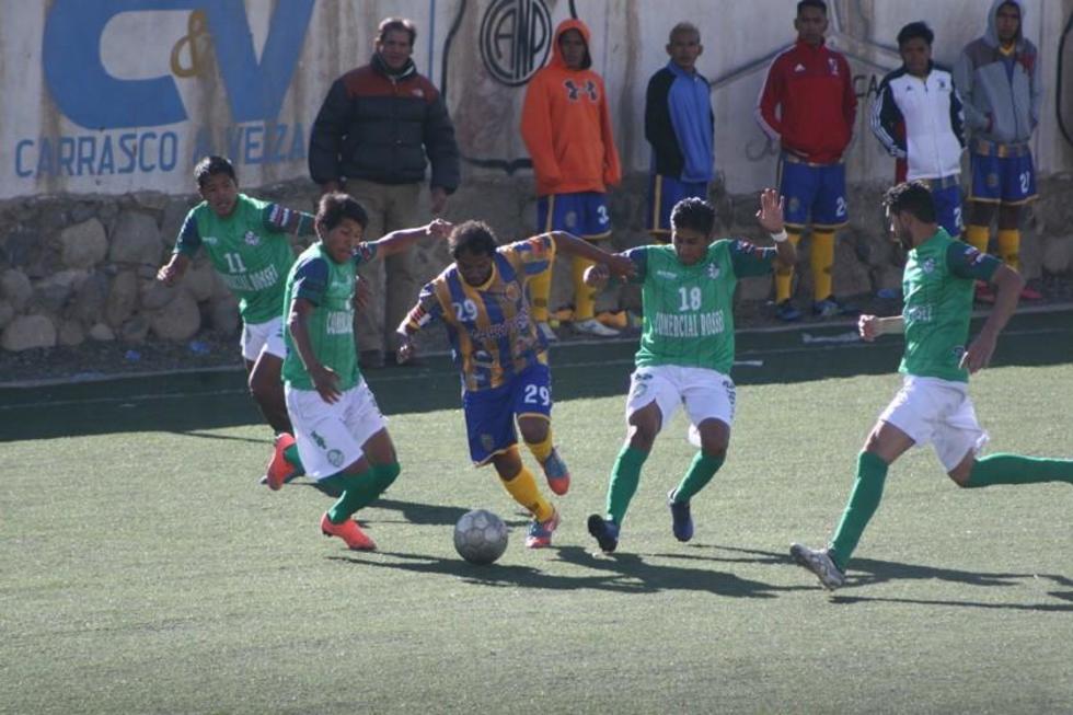 El partido se jugó en la cancha del club Nacional Potosí.