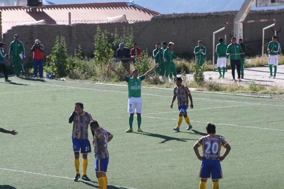 El jugador Diego Ardaya, de Ferro Palmeiras, celebra su gol.