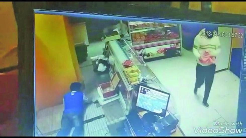 La cámara de seguridad filmó el robo agravado.