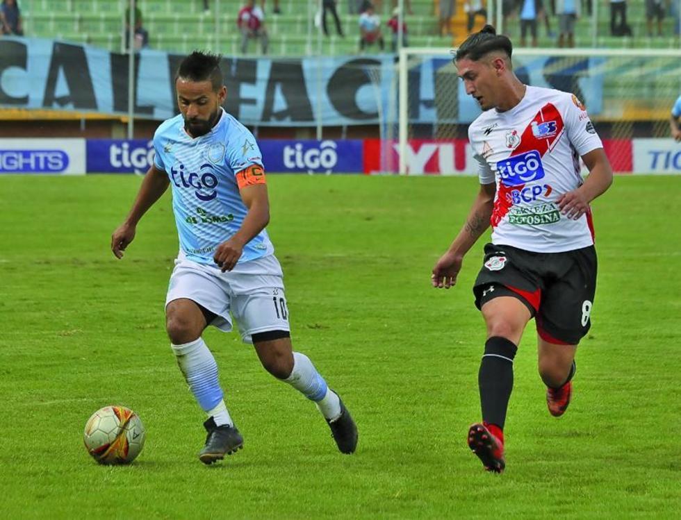 Charles da Silva trata de burlar la marca de Miguel Quiroga.