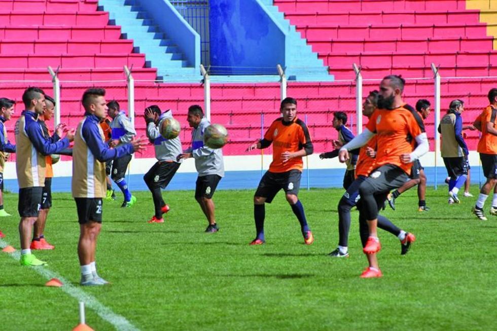 """Los jugadores potosinos durante su último entrenamiento en el estadio """"Víctor Agustín Ugarte""""."""