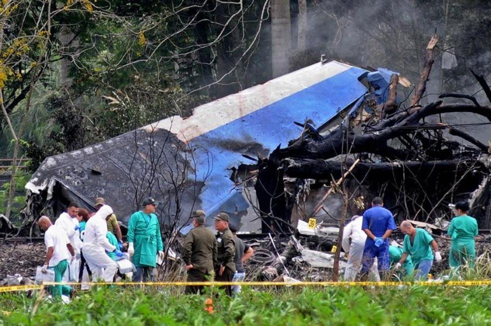 Mueren 100 personas al estrellarse un avión de línea cubana