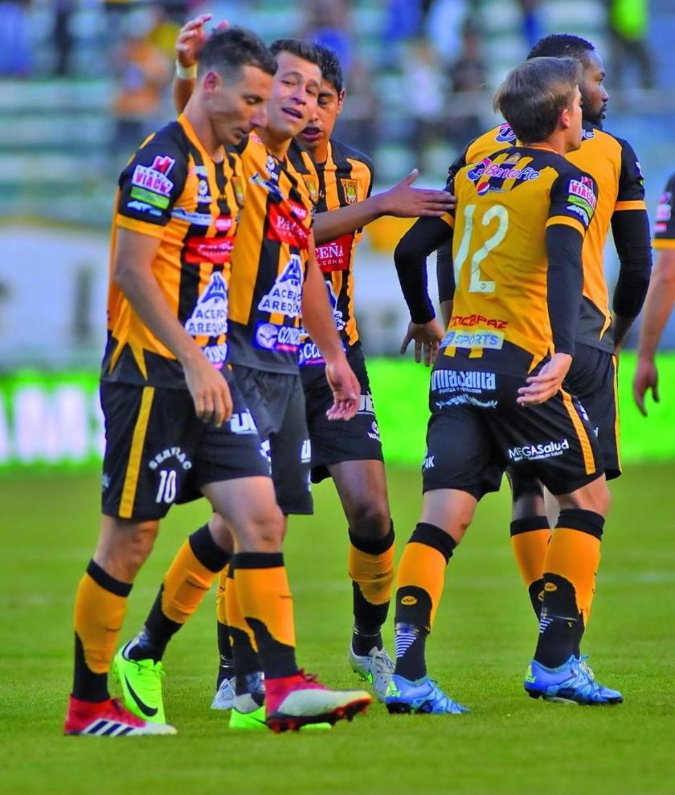 Los jugadores atigrados festejan el gol del triunfo.