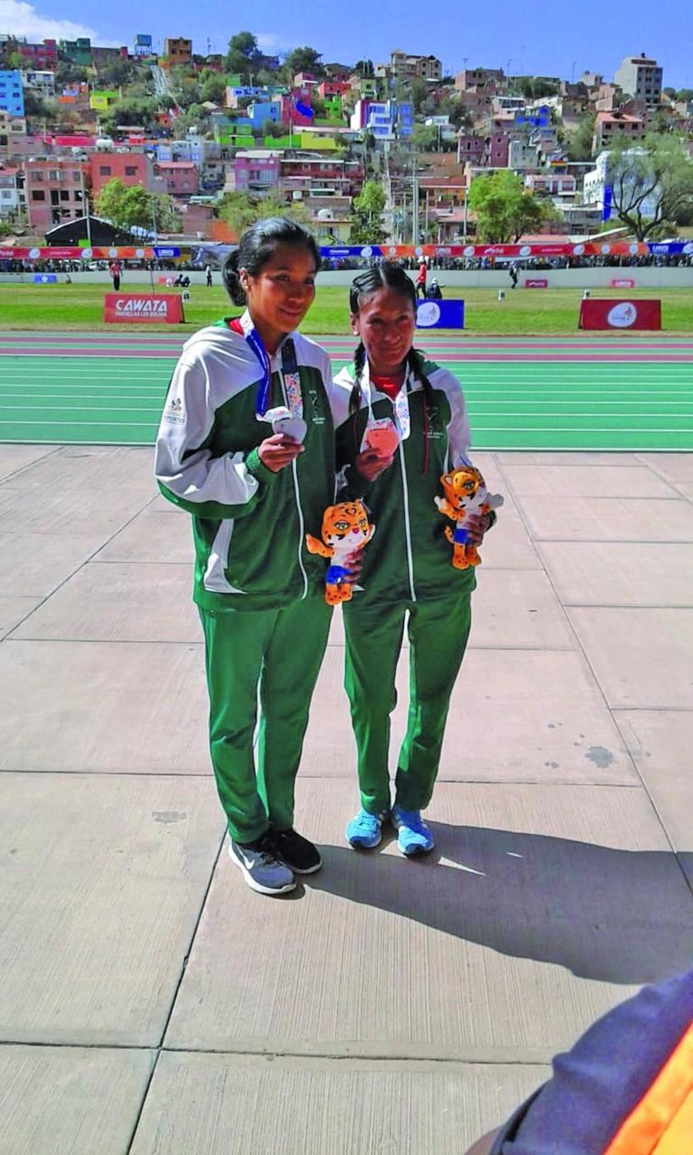 Las bolivianas Edith Mamani Sandoval y Jhoselyn Yessica Camargo.