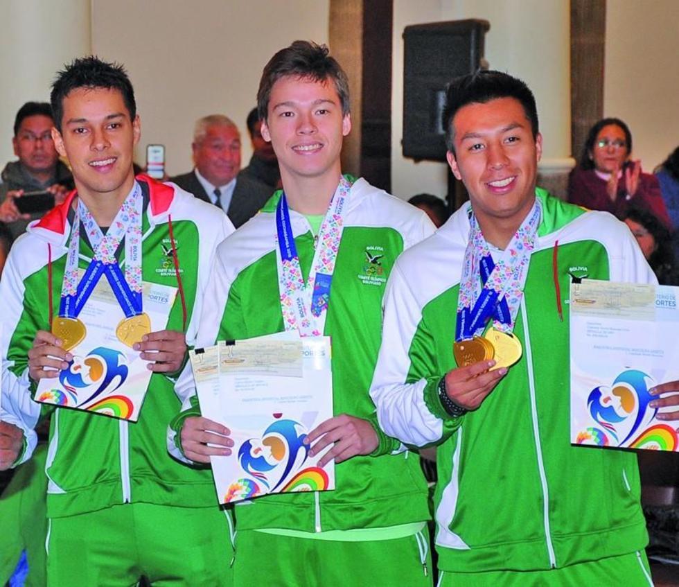 Los raquetbolistas Conrado Moscoso, Roland y Carlos Keller.