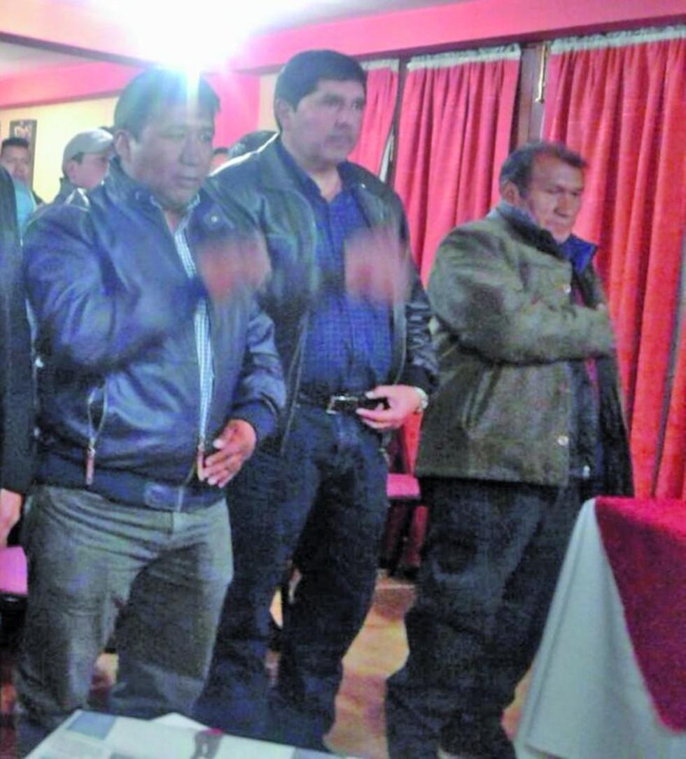El presidente Calixto Santos junto con parte de su directorio.