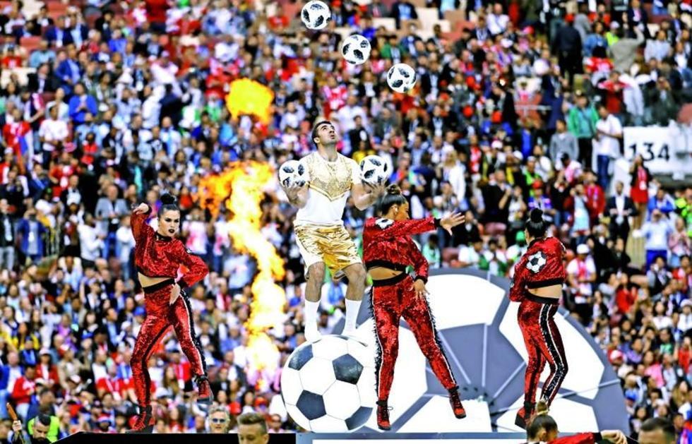 Un atleta muestra una de las coreografías.