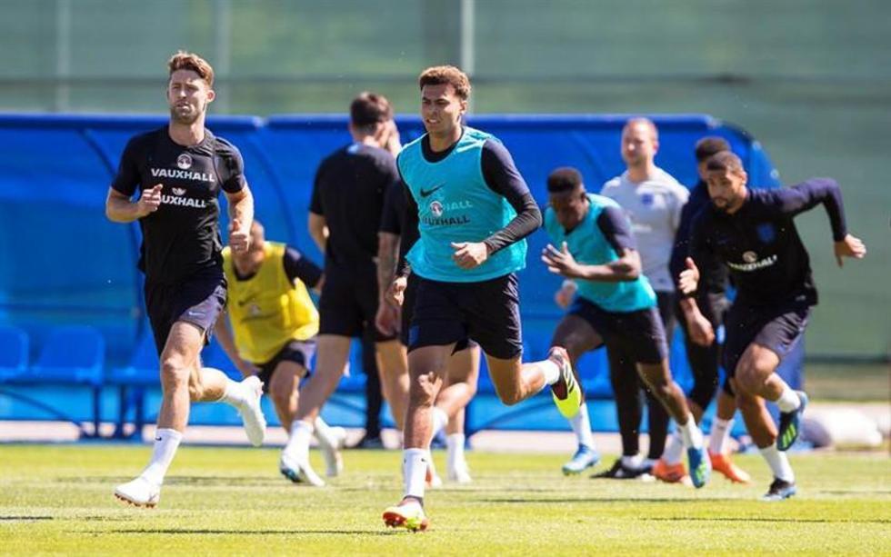 Los jugadores ingleses durante su entrenamiento.
