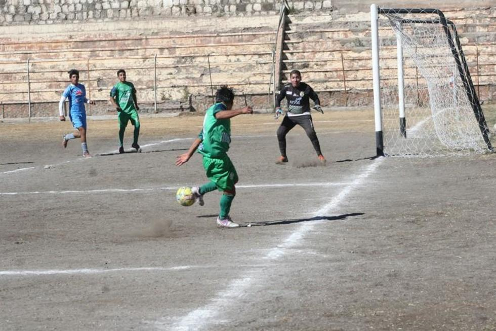 """El partido se jugó en el estadio """"Potosí""""."""