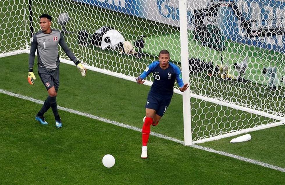 El jugador Kylian Mbappé celebra su gol.