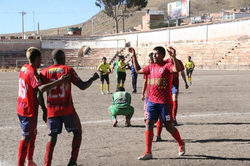 Los futbolistas de Stormers San Lorenzo celebran el triunfo.