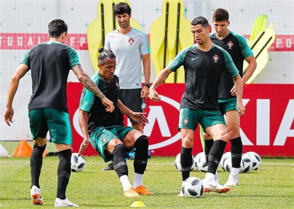 La selección lusa durante su entrenamiento.