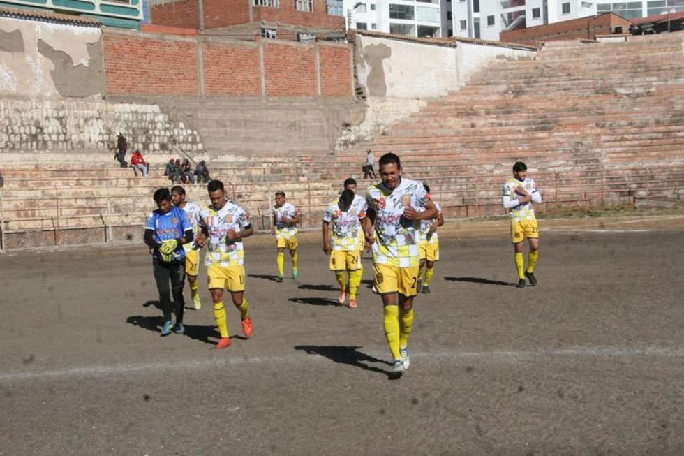 Los jugadores de Rosario antes de empezar el partido.