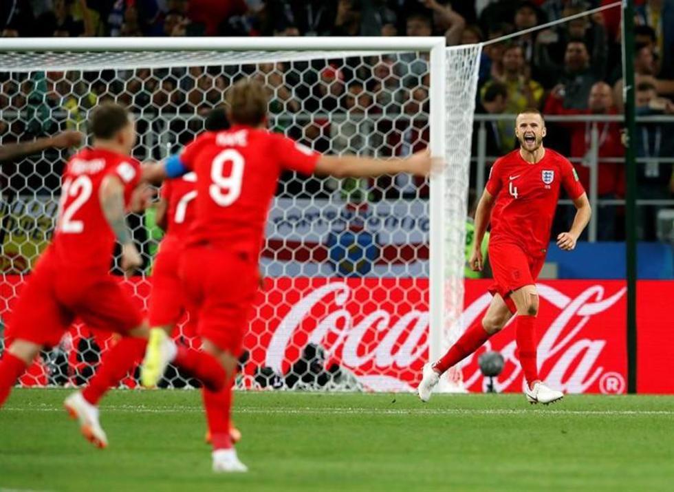 Los jugadores ingleses festejan el triunfo.