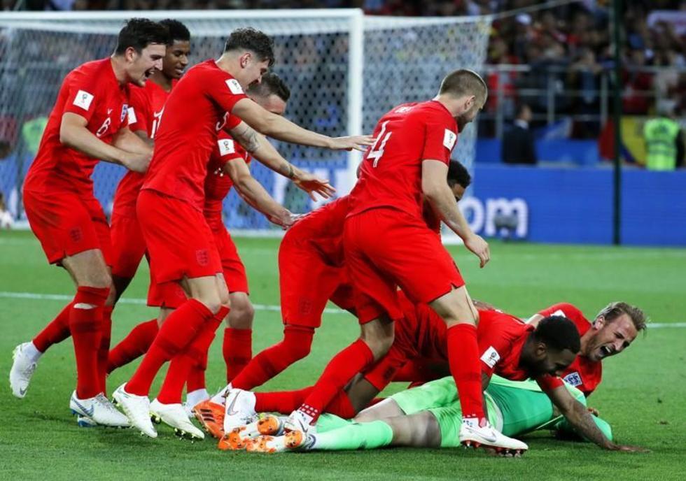 Los ingleses festejan su clasificación.