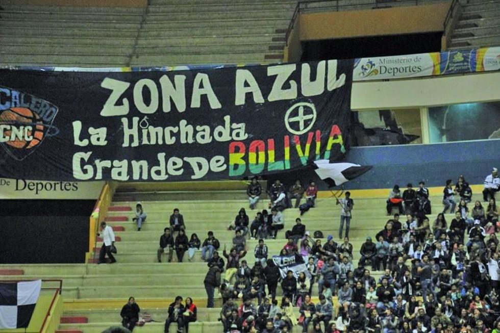 Hinchas apoyaron al campeón nacional.