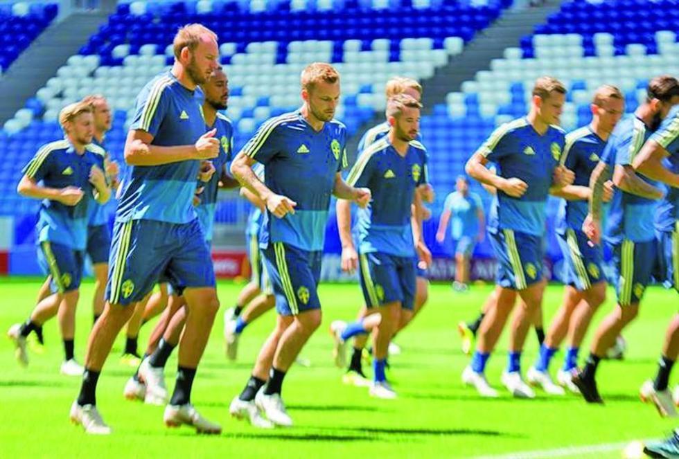 Los jugadores suecos durante su entrenamiento.