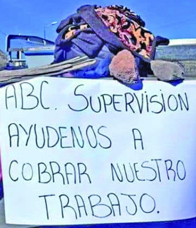 Bloquean el camino Tupiza-Villazón por deudas de empresa
