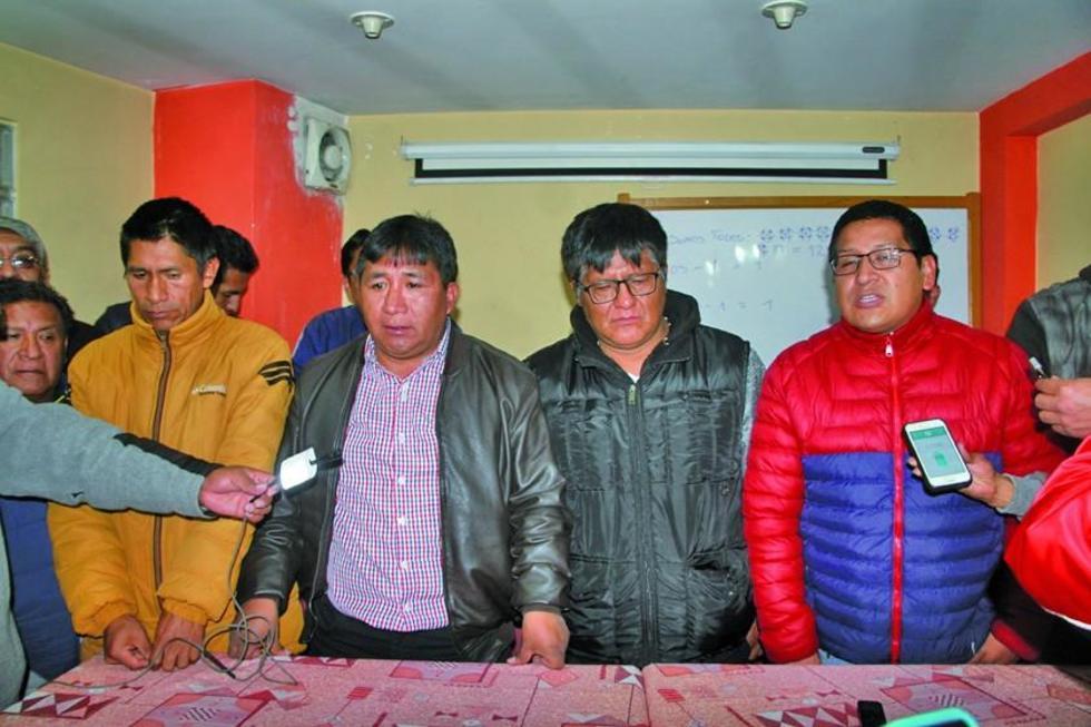 El nuevo presidente, Calixto Santos, se comprometió a trabajar para sacar adelante al club lila.