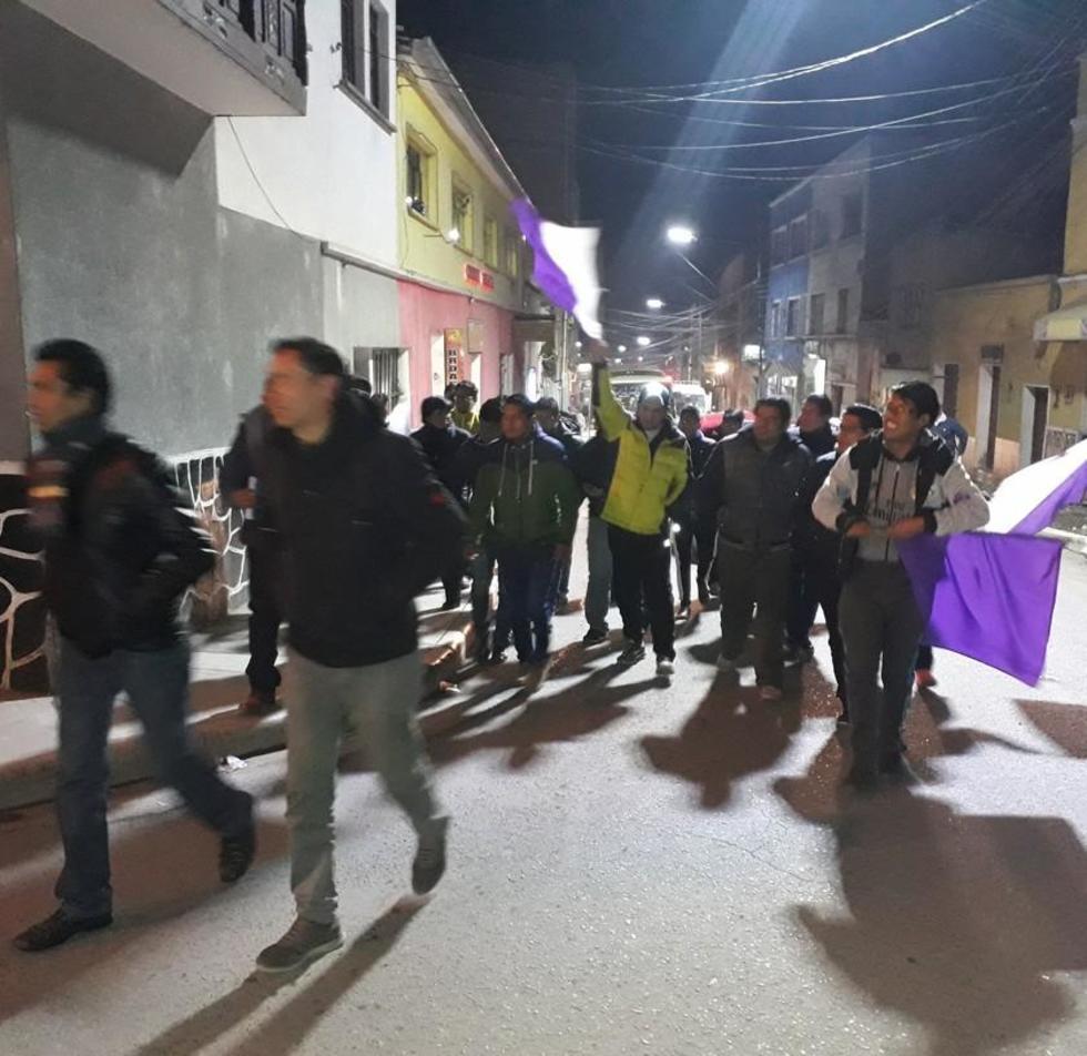 Los socios e hinchas salieron a las calles a pedir que Wilson Gutiérrez se haga a un lado del club lila.