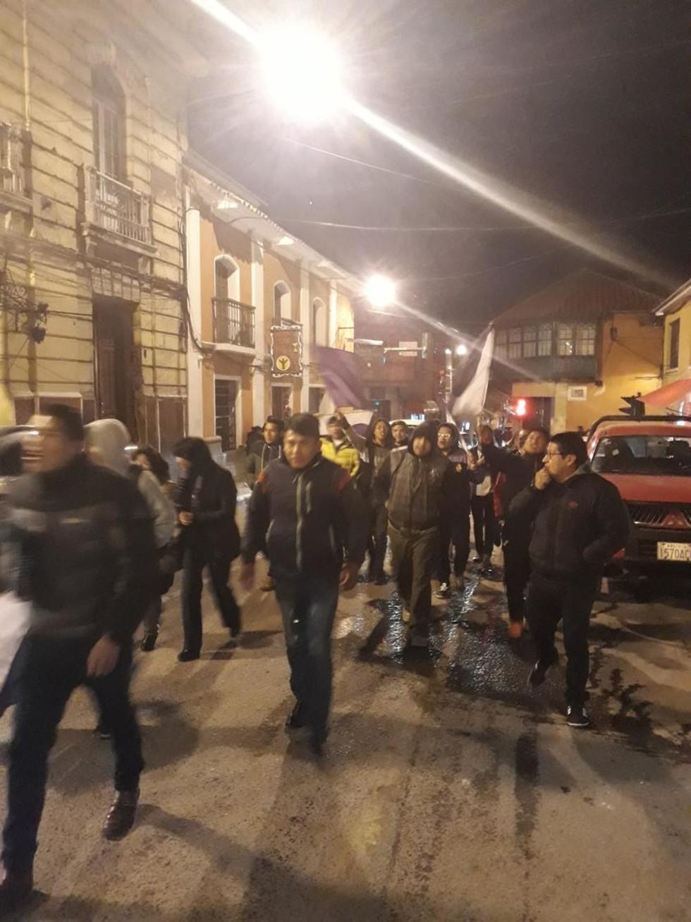 Hinchas de Real Potosí se movilizan por respeto a la elección de Santos