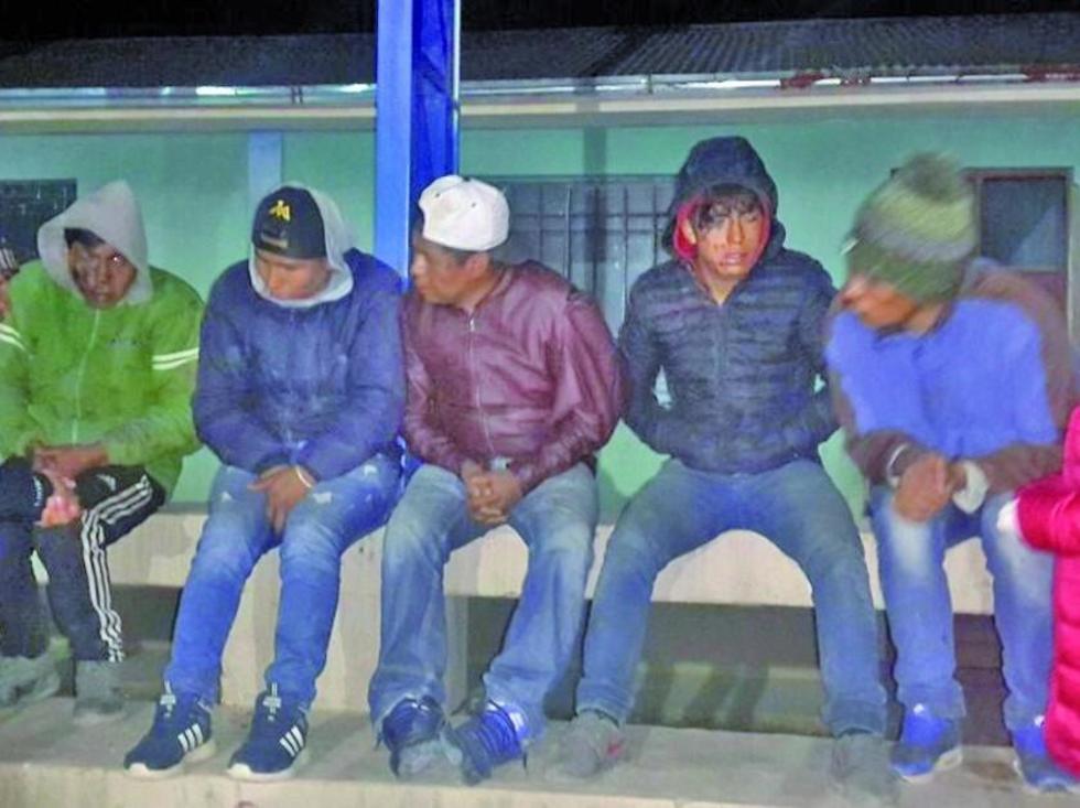 Estas son las cinco personas acusadas de robo de un vehículo.