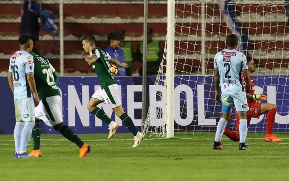 Nicolás Benedetti (c) del Deportivo Cali celebra su gol
