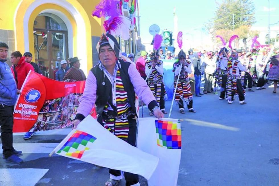Comunidades potosinas mostraron su música y danza en una entrada autóctona.