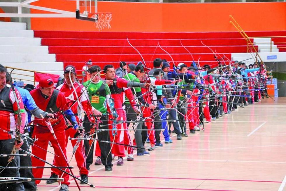 Los deportistas, durante el primer día de competencia.