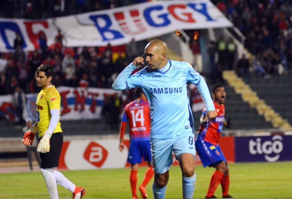 Marcos Riquelme festeja uno de sus goles.