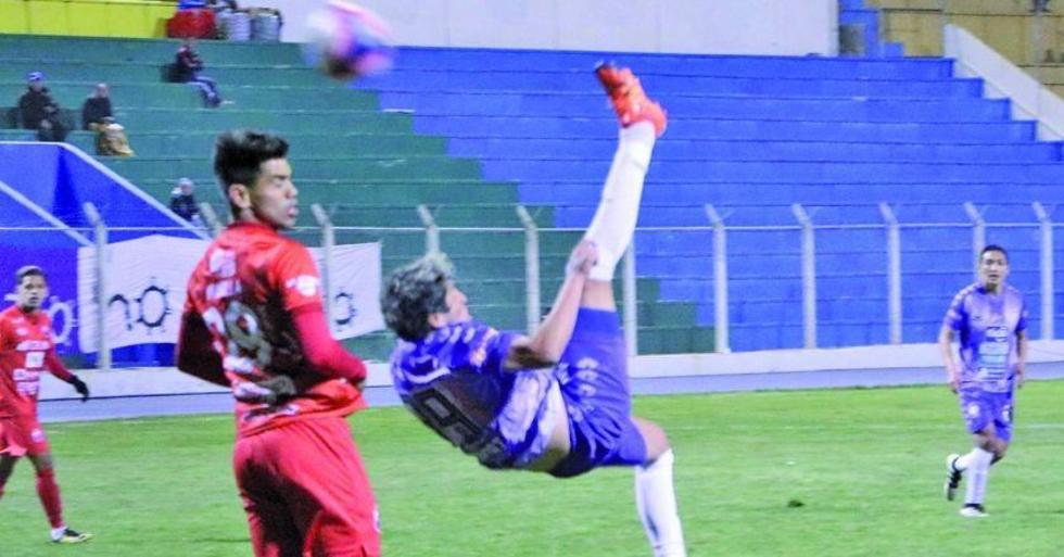 La jugada en la que Fernando Adrián ejecuta la chinela.
