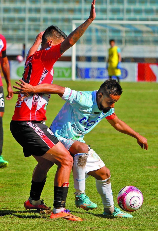 """El partido se jugó en el """"Capitán José Angulo"""", de Sacaba."""