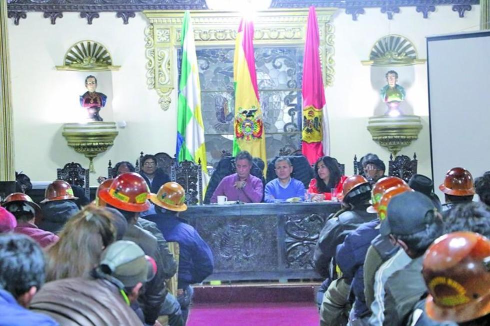 La reunión se desarrolló en el salón del Gobierno Autónomo del Departamento de Potosí.