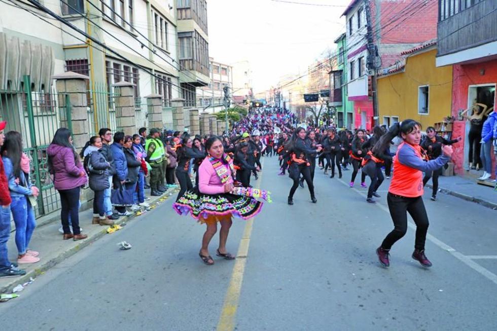 Danzas de la región del departamento estuvieron presentes en la primera jornada de convite.
